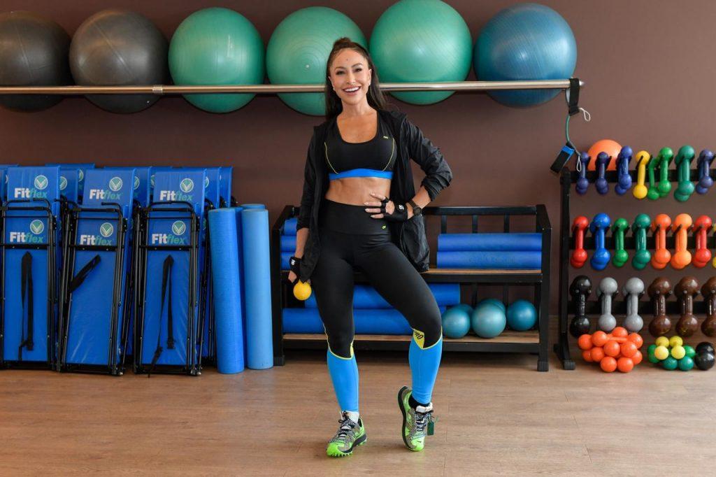 Sabrina Sato na academia em look fitness