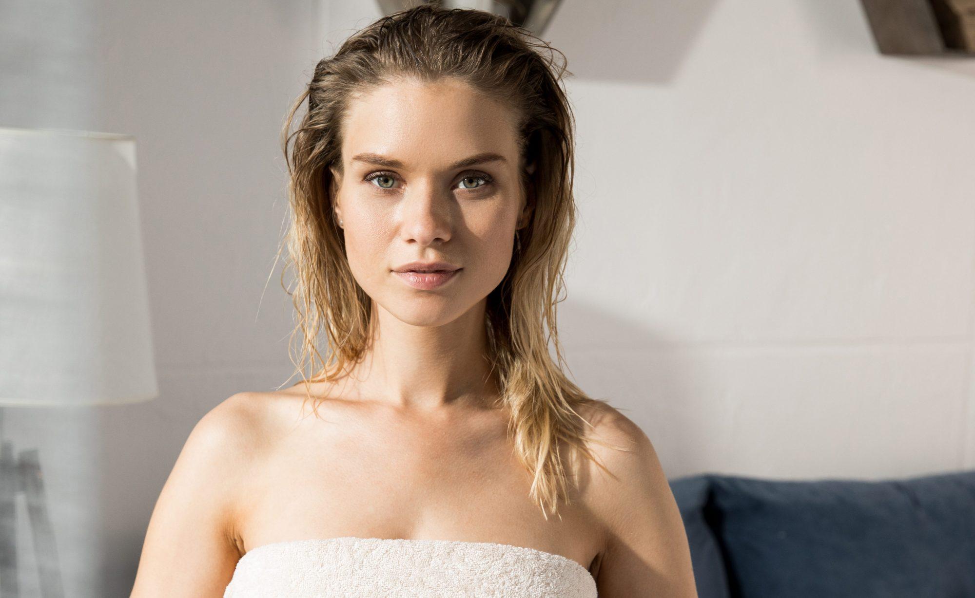 Como usar xampu seco para ficar com o cabelo limpo sem precisar lavar