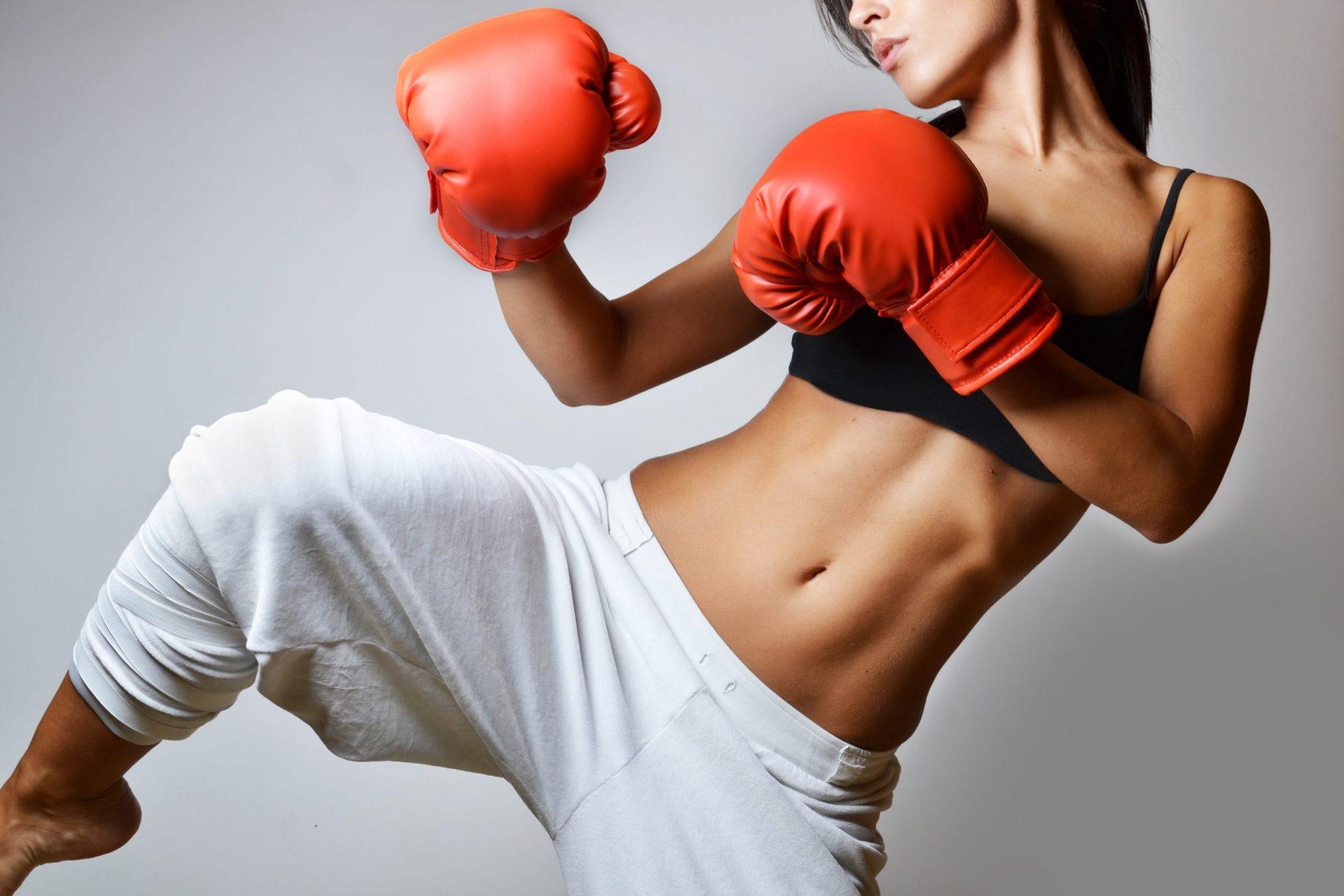 HIIT Fight: treino combina cardio intenso com exercícios de luta para secar e definir a barriga