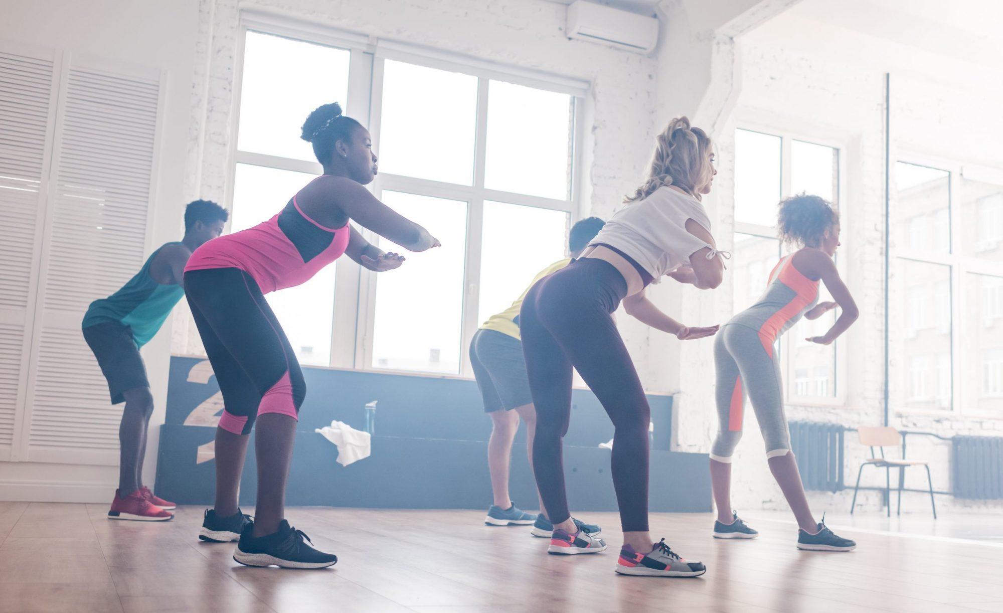 Sempre quis dançar? Siga estes perfis que estão fazendo lives de treinos no Instagram