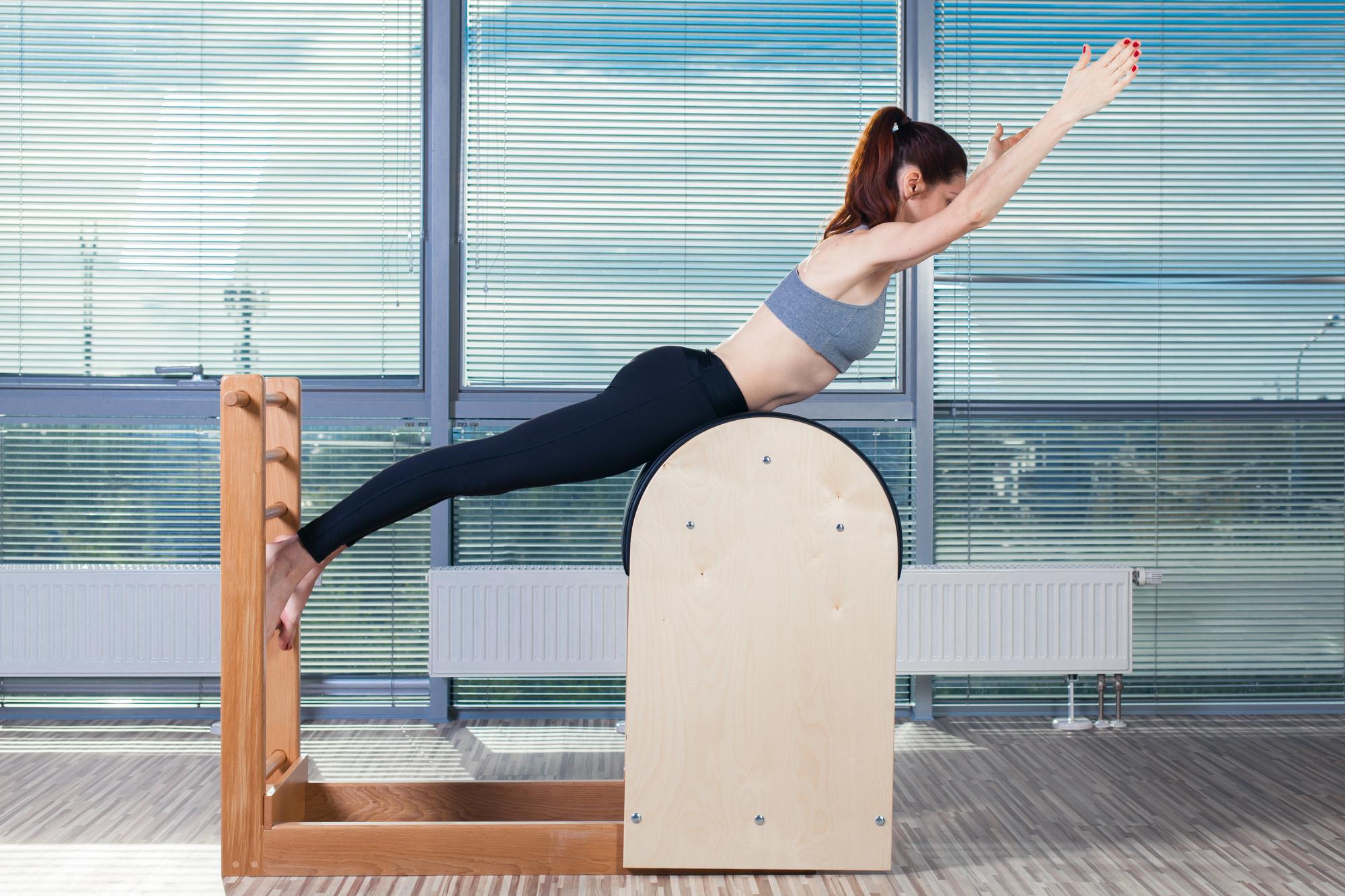 Pilates ajuda a reduzir dor nas costas e a melhorar postura