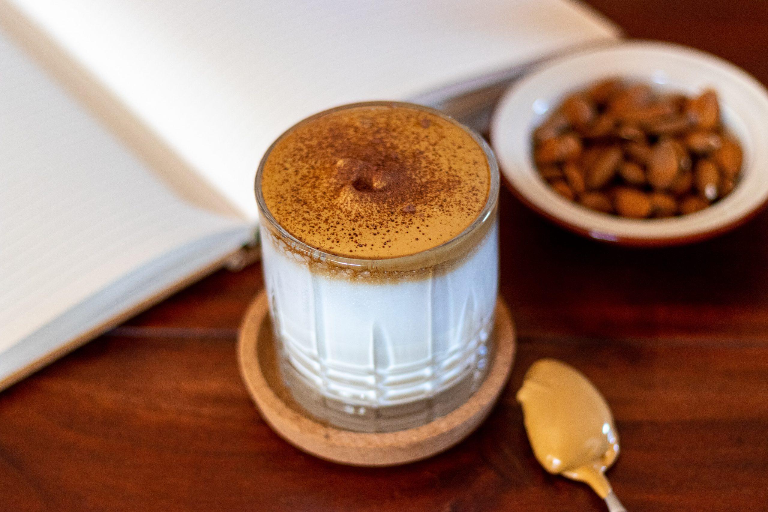 Whipped coffee: aprenda a fazer em casa o café cremoso que bombou na quarentena