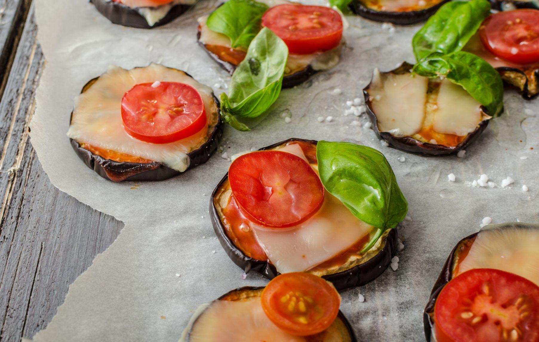 Mini pizza de berinjela é opção leve e prática para o jantar
