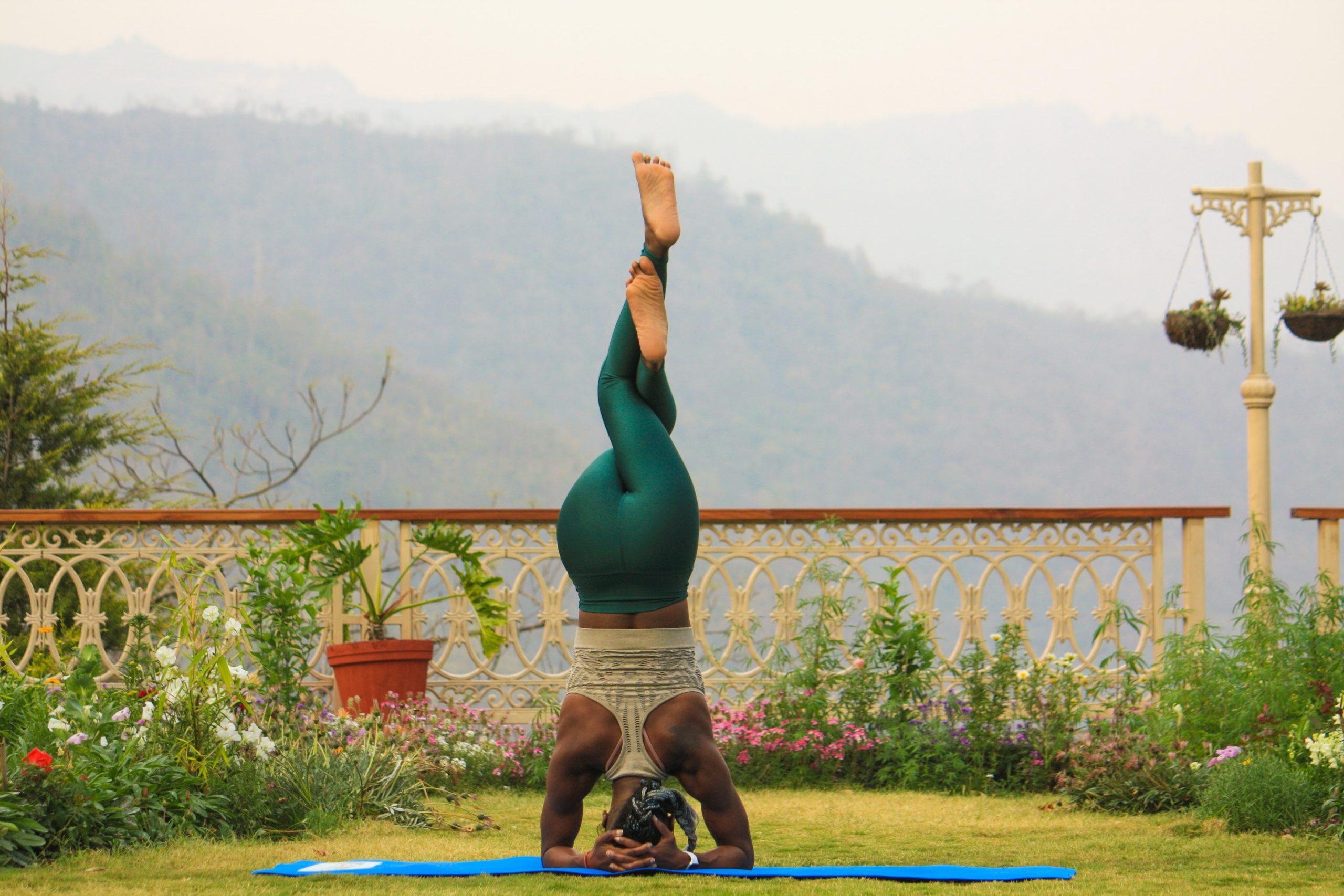 Sirsasana: como fazer a invertida sobre a cabeça da yoga